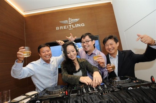WTFSG_breitling-launches-flagship-store-singapore_dj