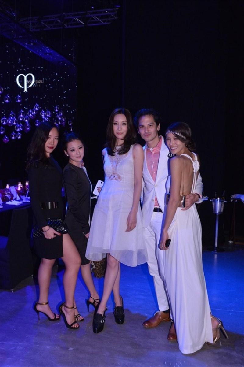 WTFSG_cle-de-peau-beaute-gala-dinner_Feiping-Chan_Antonia-Li_Mikki-Yao_Sean-Lee-Davies_Cara-Cara Grogan