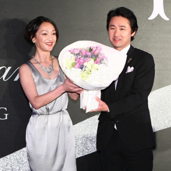 WTFSG_cle-de-peau-beaute-hosts-sky100-gala-10th-anniversary_Zhou-Xun_Yoshiaki-Okabe