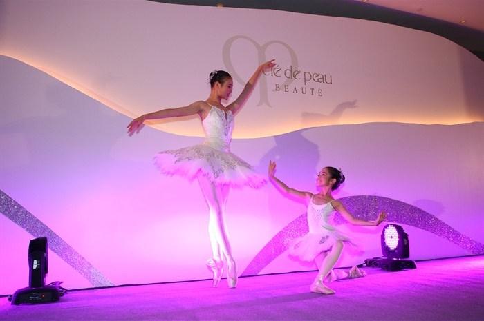 WTFSG_cle-de-peau-beaute-hosts-sky100-gala-10th-anniversary_ballet