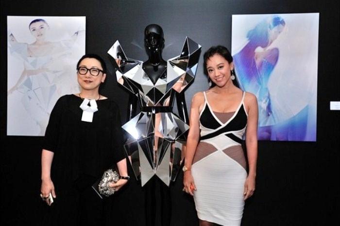 WTFSG_cle-de-peau-beaute-lart-de-radiance-exhibition_Tina-Lau_Sharon-Kwok