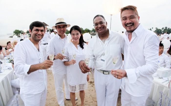WTFSG_diner-en-blanc-singapore-2014_Gaurav-Sabharwal_Andrew-Ing_Helen-Tay_Rajan-Menon_Clemen-Chiang