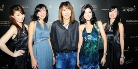 WTFSG_johnnie-walker-jet-black-singapore-f1-party-2010_