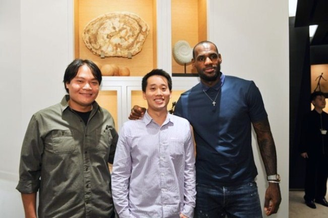 WTFSG_lebron-james-visits-audemars-piguets-first-self-owned-boutique-hk_Geoffrey-Kwok