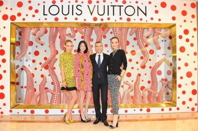 WTFSG_louis-vuitton-yayoi-kusama-singapore-concept-store_Sheila-Sim_Jean-Christophe-Tevenin