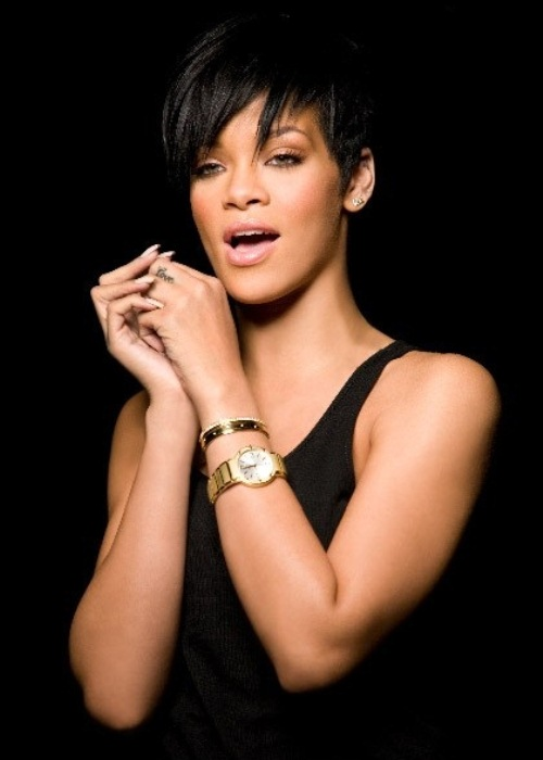 WTFSG_piaget-adorns-rihanna-in-gold