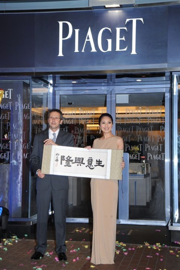 WTFSG_piaget-new-boutique-at-lee-gardens-hk_Miriam-Yeung_calligraphy