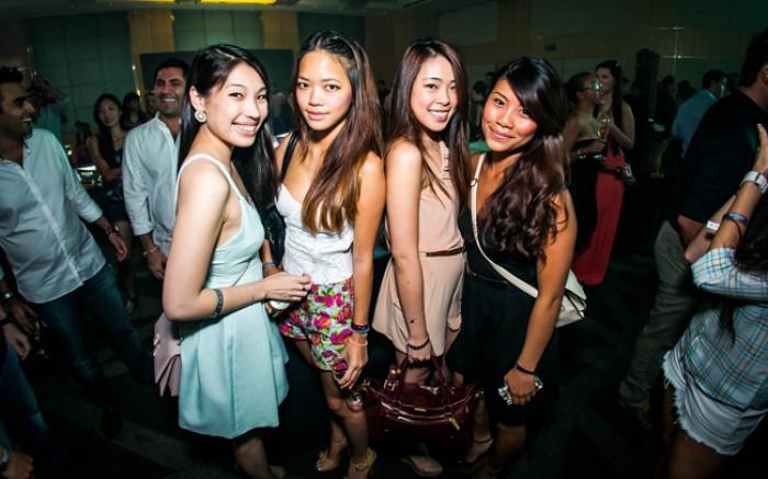 WTFSG_singtel-singapore-grand-prix-2013_Fairenza-Cheng_Verena-Lin_Hazel-Koh_Evonne-Baath