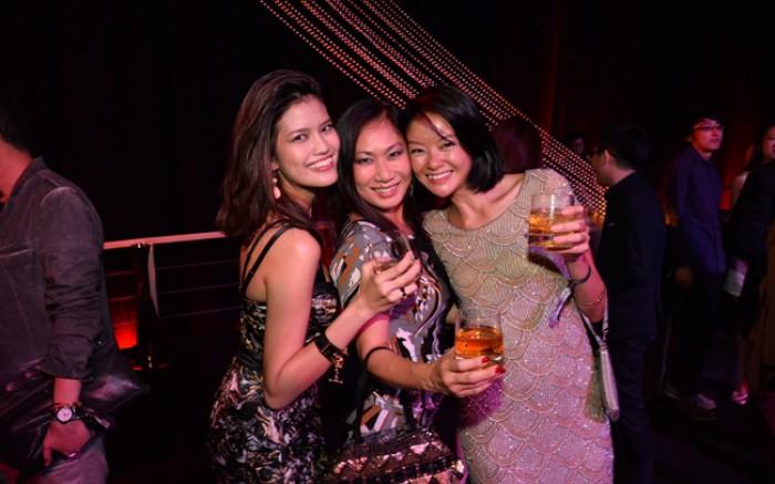 WTFSG_singtel-singapore-grand-prix-2013_Nora-Shereen_Georgina-Chang_Sheila-Sim
