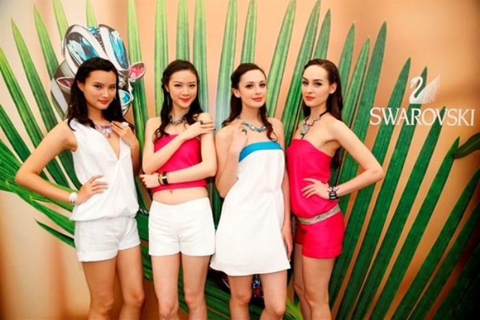 WTFSG_swarovski-tropical-paradise-hong-kong_models