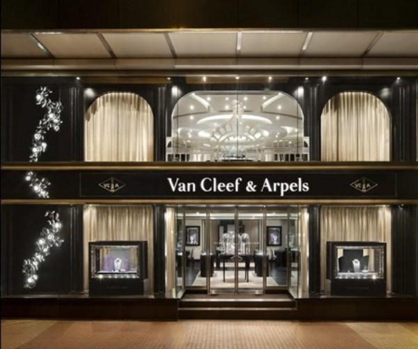 WTFSG_van-cleef-arpels-debuts-in-lee-gardens-two-hk