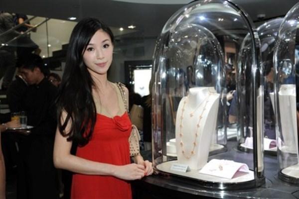 WTFSG_van-cleef-arpels-lee-gardens-two-hk_Anina-Ho