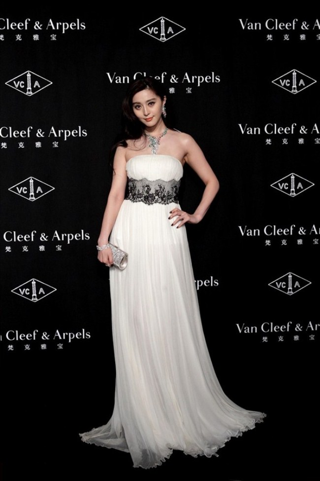 WTFSG_van-cleef-arpels-timeless-beauty-exhibit-shanghai_Fan-Bing-bing