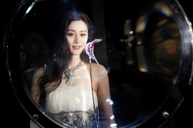WTFSG_van-cleef-arpels-timeless-beauty-exhibit-shanghai_Fan-Bingbing