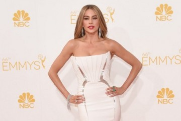 WTFSG-emmys-2014-red-carpet-sofia-vergara-white-roberto-cavalli-feat