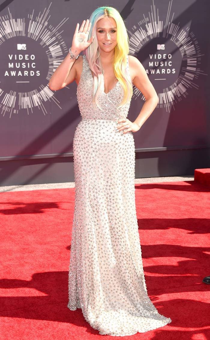 WTFSG-mtv-vma-red-carpet-kesha