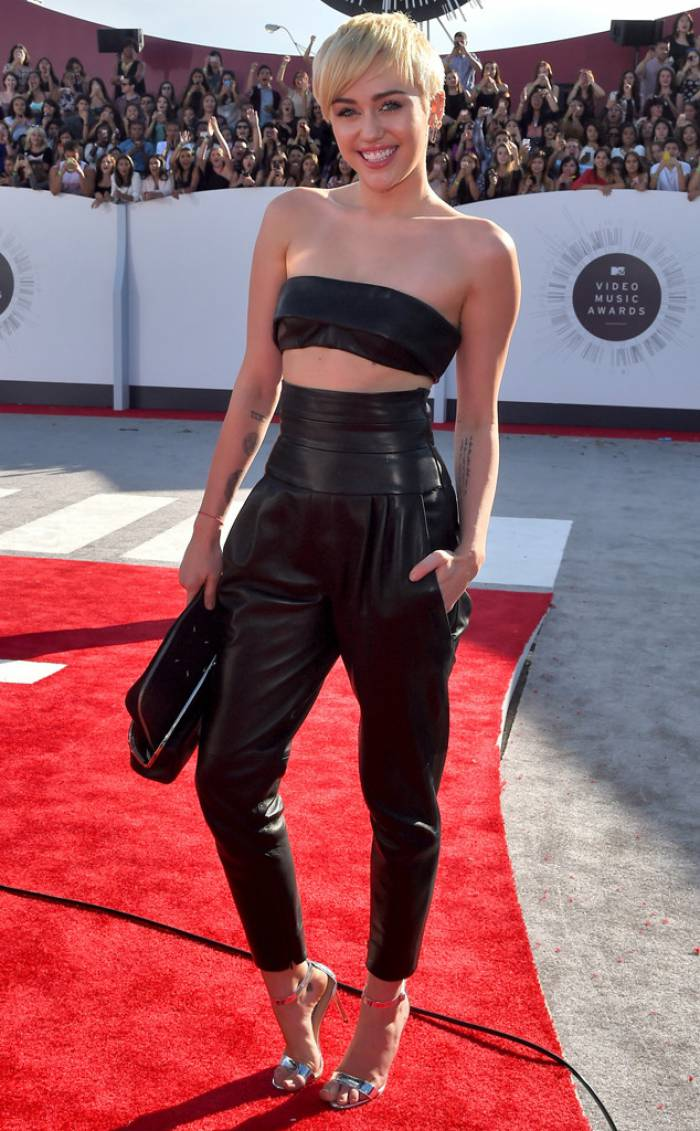 WTFSG-mtv-vma-red-carpet-miley-cyrus