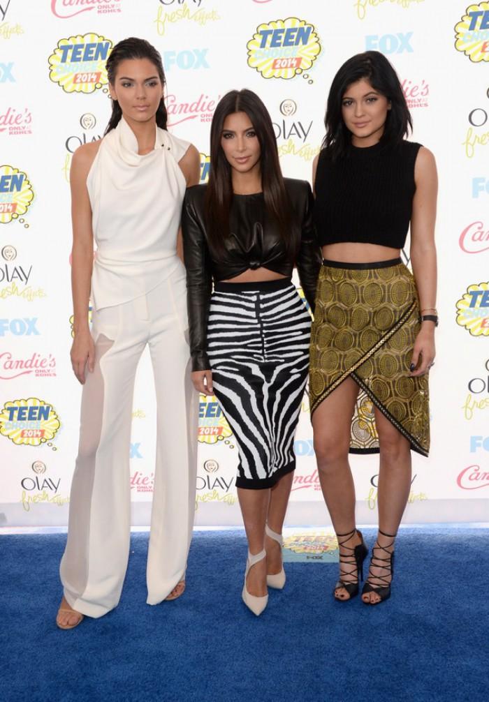 WTFSG_2014-teen-choice-awards_Kendall-Jenner_Kim-Kardashian_Kylie-Jenner