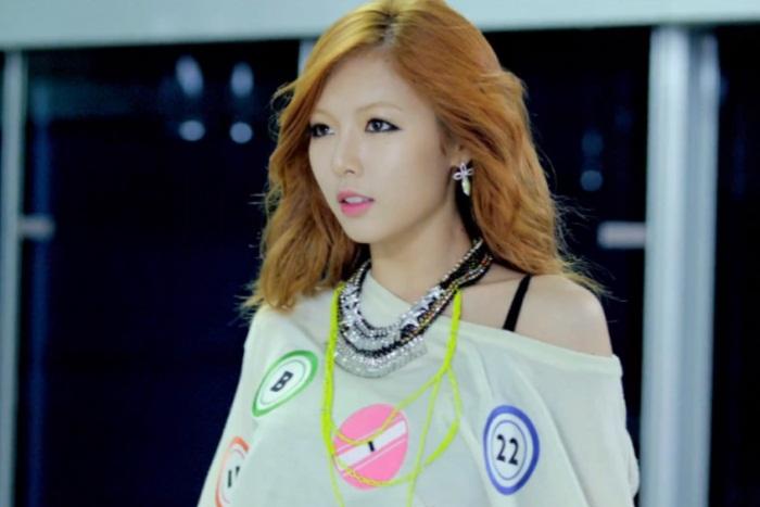 WTFSG_K-pop-Diva_Hyuna_Venna-necklace_Psy_Gangnam-Style