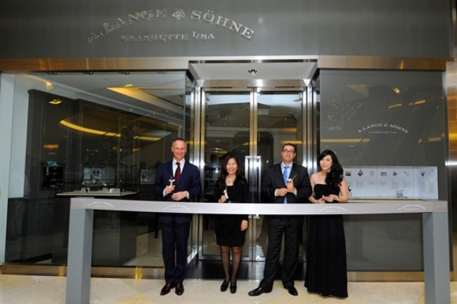 WTFSG_a-lange-sohne-opens-singapore-flagship_ribbon-cutting