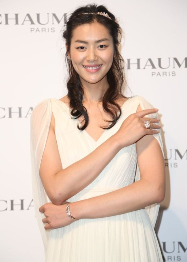 WTFSG_chaumet-debuts-hortensia-collection-beijing_Liu-Wen