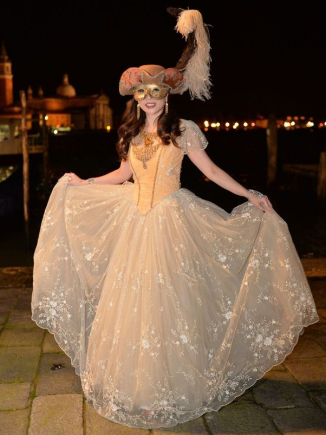 WTFSG_damiani-carnevale-di-venice-costume-ball_Grace-Kong
