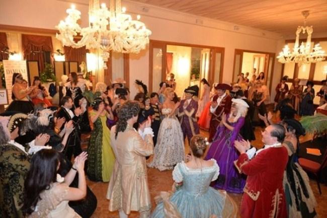WTFSG_damiani-carnevale-di-venice-costume-ball_ballroom
