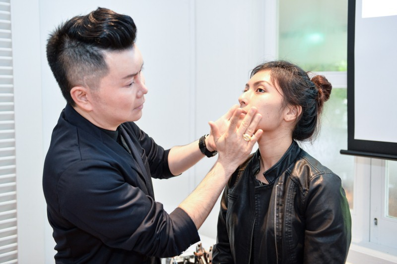 WTFSG_olay-total-effects-pore-minimizing-cc-cream-launch_Yuan-Sng_makeup