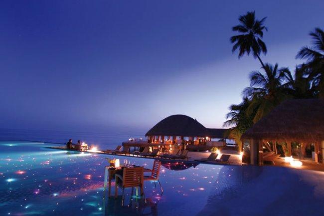 WTFSG_top-10-hotel-pools-in-the-world_huvafen-fushi-resort_maldives