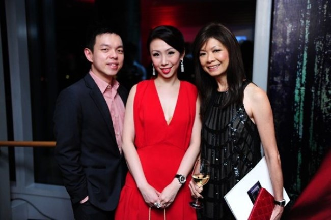 WTFSG_chow-tai-fook-showcases-reflections-of-siem-collection_Adrian-Ng_Low-May-Han_Dolly-Cheong
