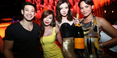 WTFSG_veuve-clicquot-carnival-champagne-party_Peter-Davis_Mei-Yuen_Carey-Ng_Elaine-Daly