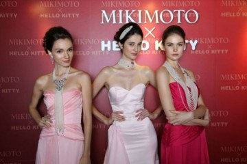 WTFSG_mikimoto-anniversary-marina-bay-sands-hello-kitty-collection_Models