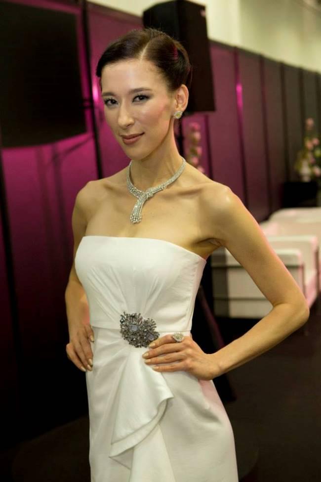 WTFSG_singapore-jewellery-gem-fair-2014_Stephanie-Carrington-host