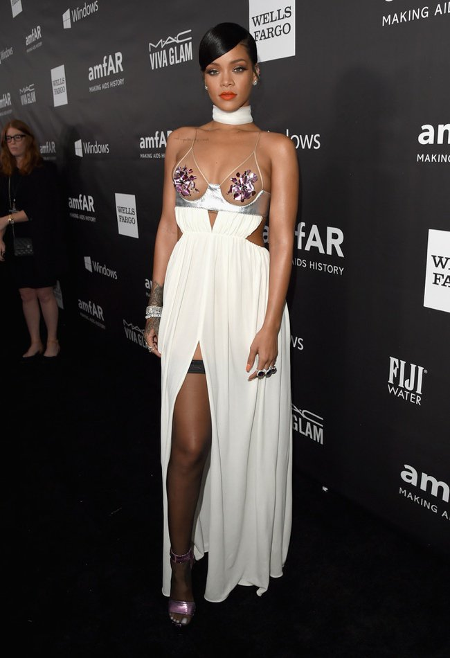 WTFSG-2014-amfAR-LA-Inspiration-Gala-red-carpet-rihanna