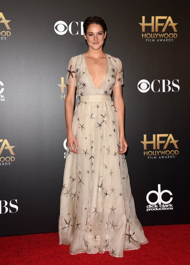 WTFSG-hollywood-film-awards-2014-red-carpet-shailene-woodley-valentino-gown