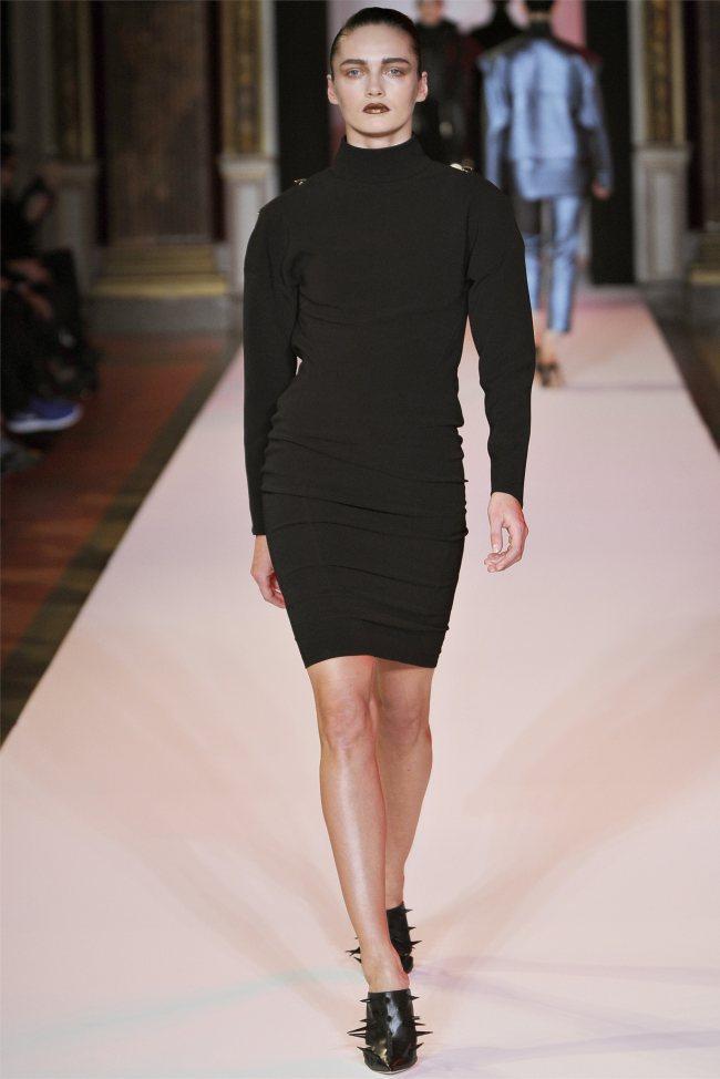 WTFSG_hakaan-fall-2012-paris-fashion-week_Karmen-Pedaru