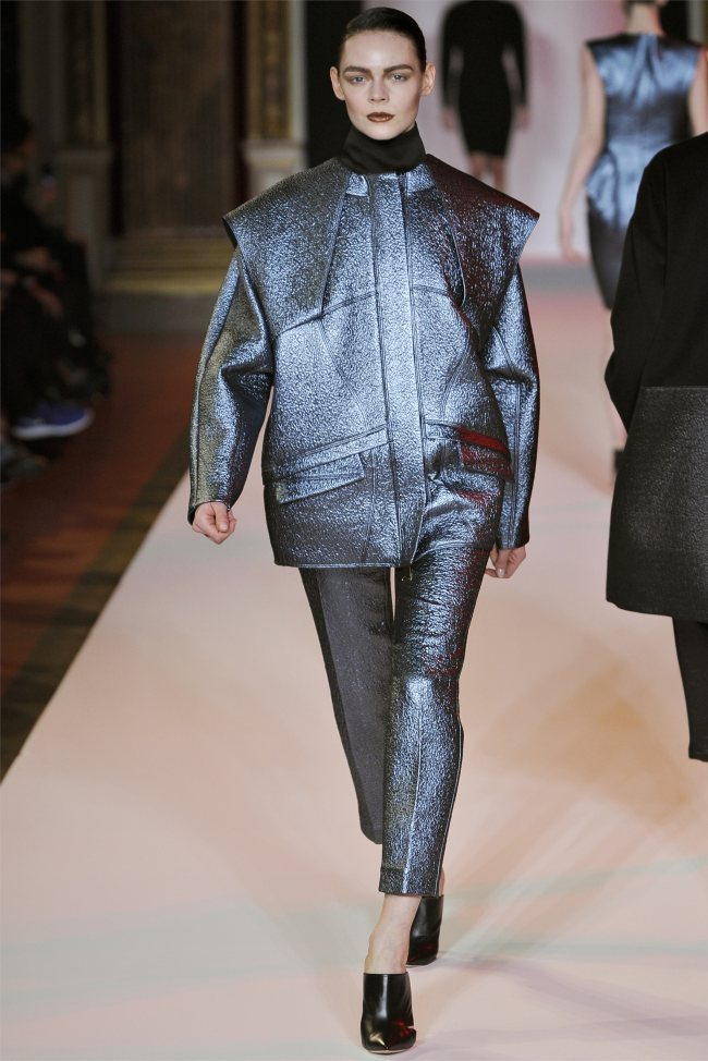 WTFSG_hakaan-fall-2012-paris-fashion-week_Kinga-Rajzak