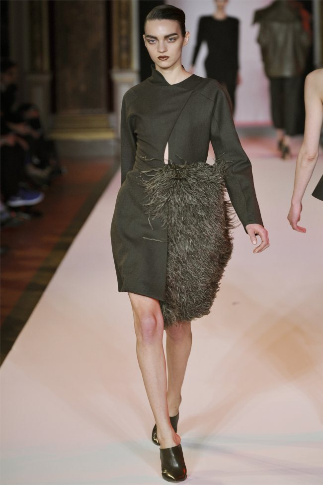 WTFSG_hakaan-fall-2012-paris-fashion-week_Magda-Laguinge