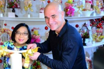 WTFSG_andre-agassi-lights-up-christmas-tree-at-shangri-la-hotel-singapore