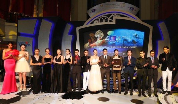 WTFSG_bedat-co-a-journey-through-time-vii-gala-dinner_models