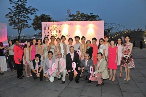 WTFSG_estee-lauder-companies-pinks-up-marina-bay-sands_3