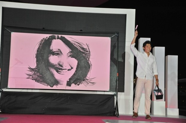 WTFSG_estee-lauder-companies-pinks-up-marina-bay-sands_Takeshi-Sato