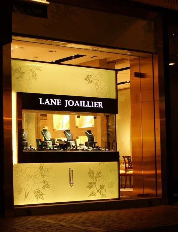 WTFSG_lane-joaillier-36-carat-yellow-diamond-ring_1