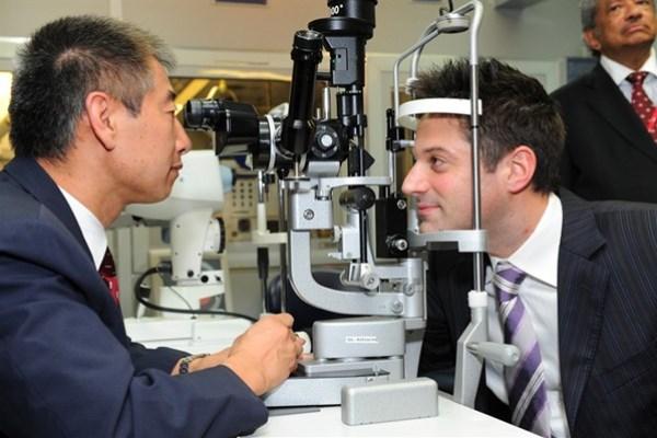 WTFSG_omega-orbis-flying-eye-hospital-tour-singapore_David-Ponzo_vision-checked