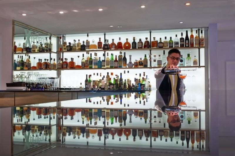 WTFSG_xperience-bar-sofitel-so-singapore_bartender