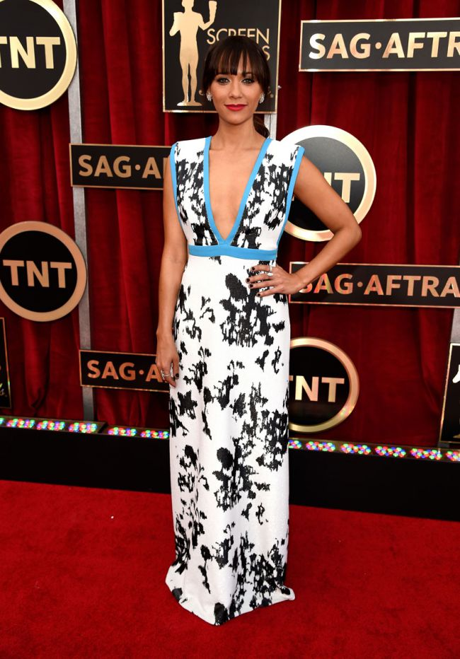 WTFSG-rashida-jones-sag-awards-red-carpet-2015