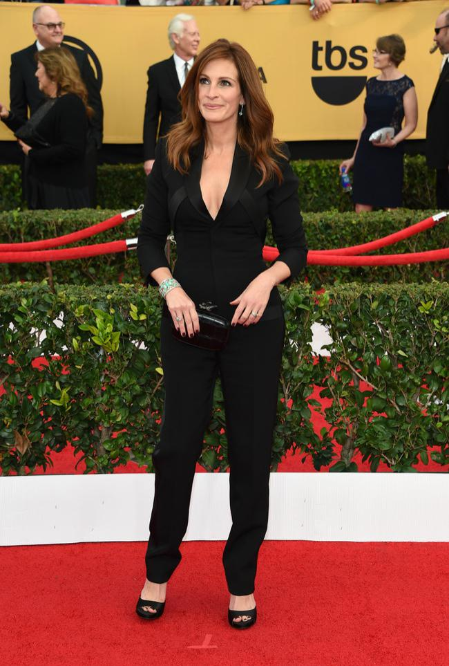 WTFSG-sag-awards-2015-julia-roberts-black-givenchy-jumpsuit