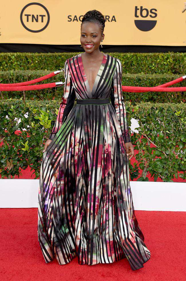 WTFSG-sag-awards-2015-lupita-nyongo-elie-saab-striped-floral-dress