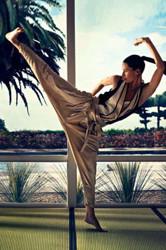 WTFSG_Gisele-Bundchen-Body-Secrets-Favourite-Exercises-Kung-Fu_Martial-Arts