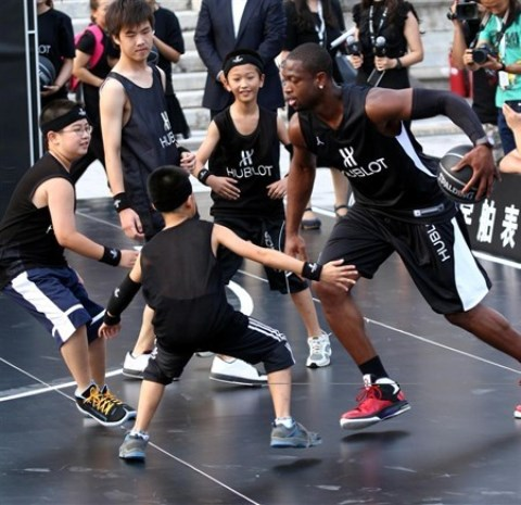 WTFSG_dwyane-wade-1-million-rmb-basketball-charity-challenge_5